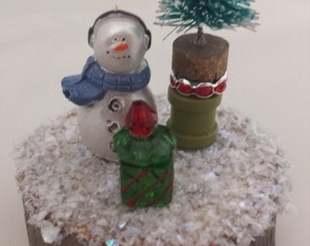 Winter Collection: Mini Snowman with Gift