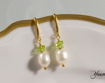 Freshwater cultured pearl with Peridot