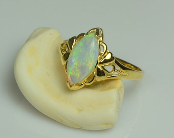 Solid opal ring - 18K yellow gold - OJD1030
