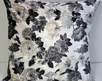Velvet pillow cover with black/white flowers in 50 X 50cm