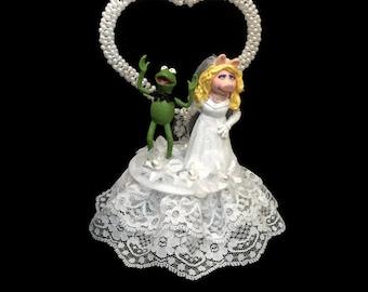 Wedding Cake Topper - Miss Piggy Wedding Cake Topper- Kermit the Frog- The Muppets Wedding Cake Topper-White Wedding Cake Topper