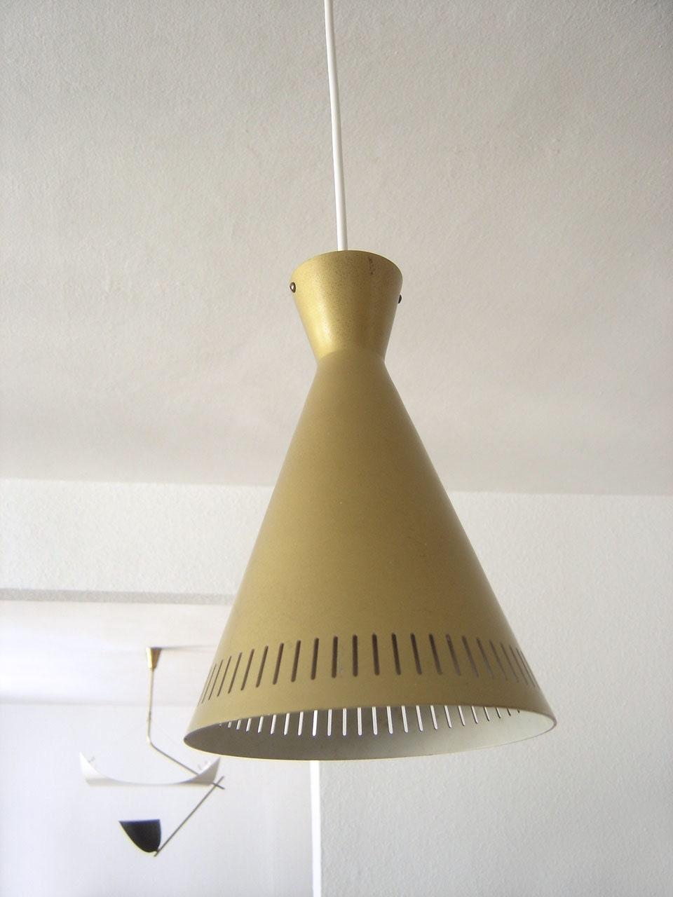 Modernist diabolo mid century modern pendant lamp hanging for Mid century modern hanging lamp