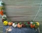 Felt pumpkins Thanksgiving garland, felt ball garland, Halloween garland, Halloween decor, Fall colors, Fall garland, Fall decor