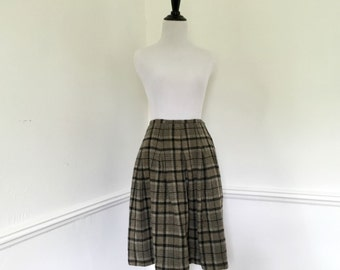 Vintage Plaid Skirt// Size Medium// Wool Skirt// 1950's skirt