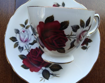 Colclough Amoretta Rose 7906 Bone China Made in England - Vintage Tea Cup and Saucer - Light Pink/White and Red Roses, Scalloped