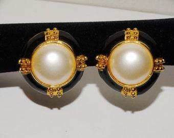 Free shipping Vintage Gold Tone Black Enamel Large Pearl Earrings.