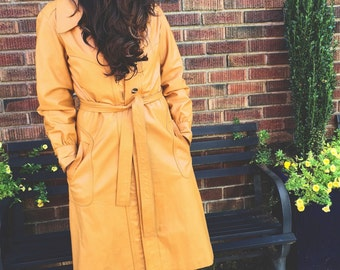 The Supa Fly - 70s Camel Tan Leather Trench Fall Winter Outerwear Coat Vintage Women Size Small