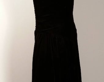 Beautiful Classic Little Black Dress By KARIN STEVENS In Size 4 Perfect Condition