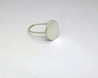 Delicate ring / 925 silver disc
