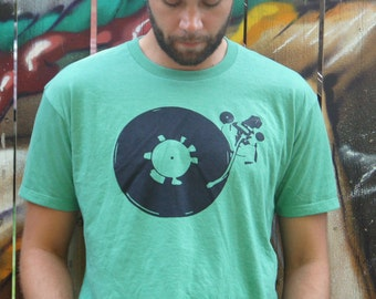 Vinyl player T-shirt | Mens T-shirt | music | vinyl | records | record player | handmade | vintage |