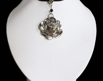 Choker with rose pendant