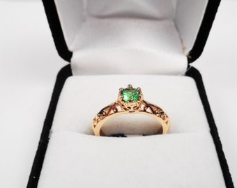 Clean Natural Emerald in a 14kt.Gold Ring.