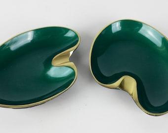 Vintage Brass Emerald Green Enamel Ashtray, Made in Israel Ashtray, Forest Green Decor, Gold Decor, Mid Century Modern, Kidney Bean
