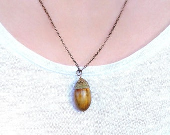 Acorn pendant necklace. Nature pendant.