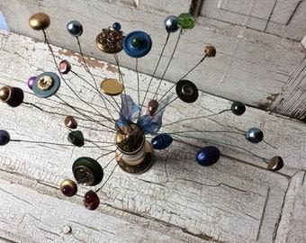 Button bouquet/vintage pepper shaker/Christmas gold