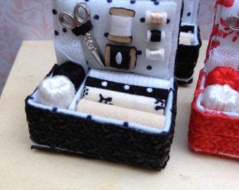 Haberdashery. 1:12 Dollhouse miniature. Sewing box. costurero negro