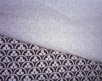 Clover Cotton Twill Fabric by the Yard or Meter - Heavyweight Brown and White Scallop Print