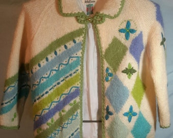70s wool cardigan in geometrical pattern with front button closure