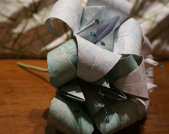 Large customizable origami bouquet - three flower