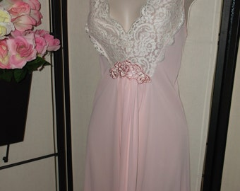 Vintage Gilead soft pink long bridal peignoir nightgown size 38 Medium white lace front; gathered skirt; pinup boudoir excellent condition!