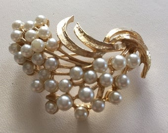 Vintage Gold Tone Faux Pearl Cluster Pin Signed ART
