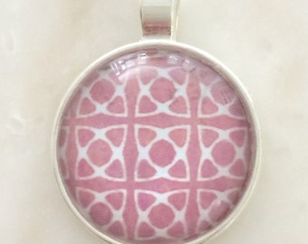 Glass pendent pink/white