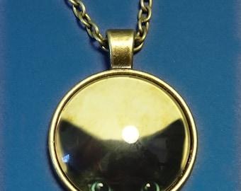 Peek-a-boo kitten pendant (Cat approved!)