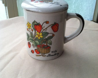 Vintage Stoneware Mug with Lid - Wild Strawberry