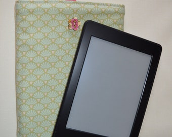 Kindle, Kindle Paperwhite, Nook Simple Touch e-reader case, cover, sleeve in green scalloped pattered fabric