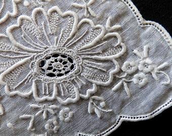 Batiste embroided handkerchief. 1940s