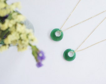 Modern Minimal Ring Shaped Necklace Green Agate Doughnut Shaped Pendant Boho Circular Round Stone Layered Necklace Gift For Girlfriend