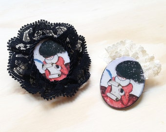 20% DISCOUNT (original price 8.00) Rosette Buttons shown with lace black or cream