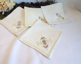 Hand Embroidered Handkerchiefs - Vintage Handkerchiefs, Hand Embroidery, Vintage Hankies, Set of Handkerchiefs, Hand Embroidered Hankies