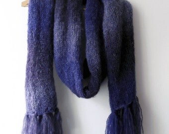 Long scarf with fringes