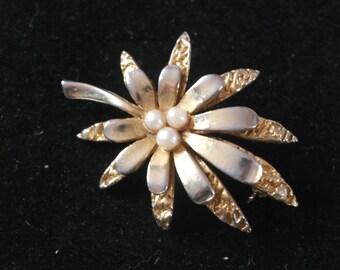 Vintage gold tone brooch - leaf with berries