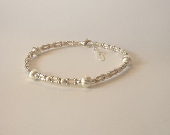 Bracelet tissé façon maillons,en perles d'argent 925 striées sur cordon de soie polyester, cadeau pour elle, anniversaire, fête des mères
