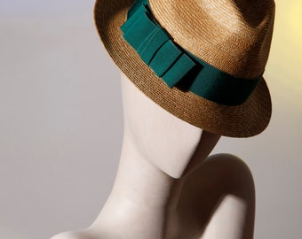 Trilby straw Italy and coarse-grained Emerald