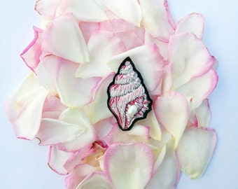 Shell hand embroidery brooch