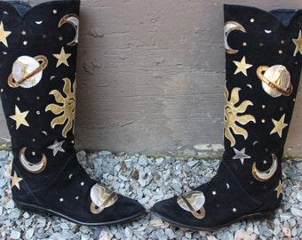 Sweet interstellar black suede vintage boots