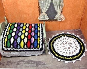 Miniature bedding set - crochet dollhouse bedspread - round crocheted rug - white coverlet