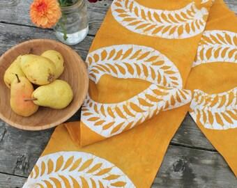 organic linen tablerunner ecru kelp batik