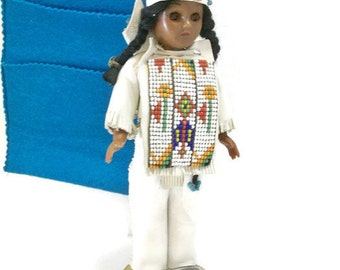 Vintage Knickerbocker American Indian Doll In Leather Beaded Clothing