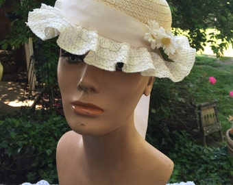 Vintage Ladies' Creamy White Straw Hat with Daisies and Ribbon