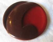 VINTAGE Large Apostrophe Swirl Red Plastic BUTTON