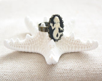 Black Mermaid Adjustable Cameo Ring