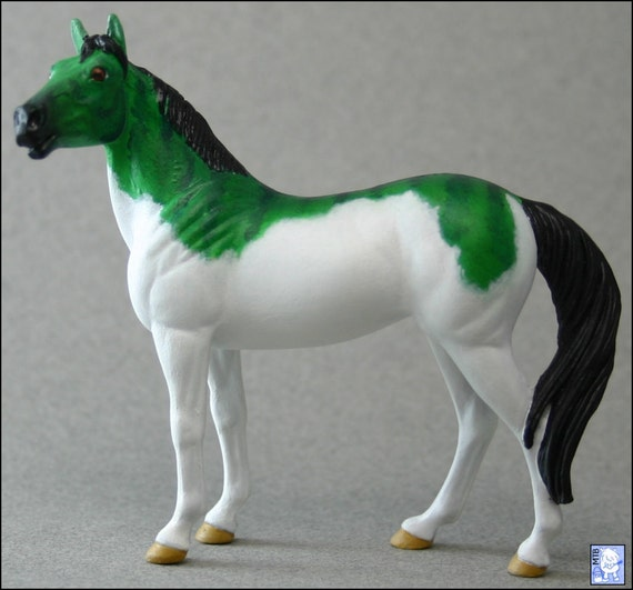 Schneekatze - Custom Fantasy Stablemate Model Horse (Breyer G3 Stock Horse)