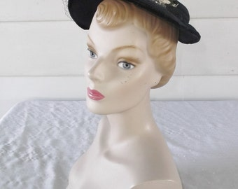 1950s Vintage Navy Blue Hat with White Flowers and Netting