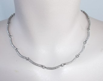 1970s Vintage Silver Tone Scalloped Collar Necklace