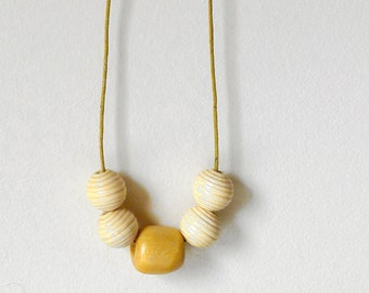 Simple Necklace - Five Wooden Beads - Necklace n.8