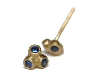 Anemone ceylon sapphire blue studs | 18k gold